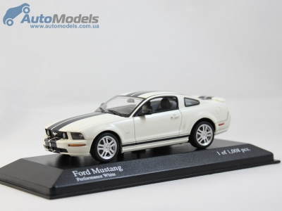 ford-mustang-gt-2005-white-minichamps-400084124