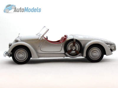 mercedes-150-sport-roadster-1935-silver-with-red-interiors-mus018-ixo-models