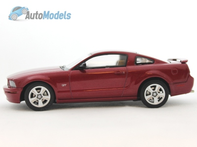 ford-mustang-gt-2005-red-fire-autoart-52762